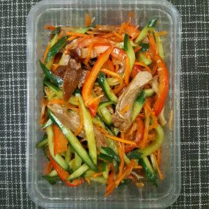 Рулька свиная с овощами
